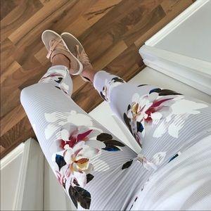 mrsalliexo Pants - ✨Sale✨Reposh✨Spring Floral Workout Capri